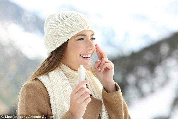 Tại sao cần thoa kem chống nắng trong cả mùa đông?