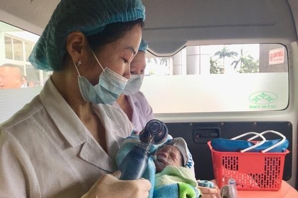 Xúc động giây phút người mẹ ung thư vú giai đoạn cuối sinh con