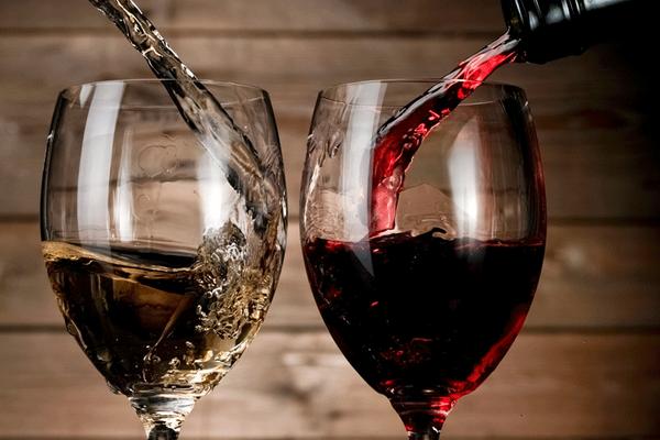 Một ly rượu mỗi ngày cũng làm tăng nguy cơ mắc ung thư vú