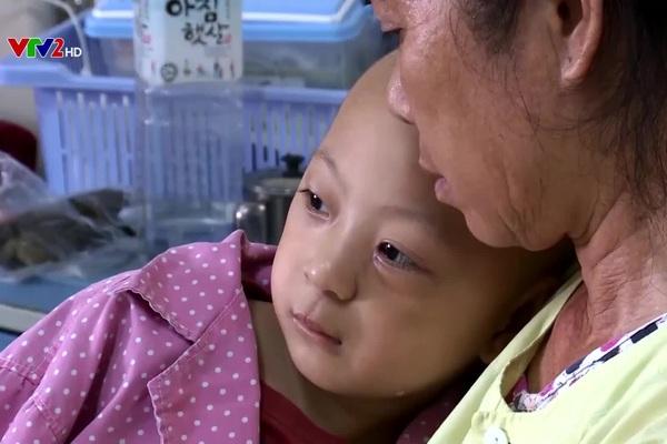 Hành trình yêu thương mang lại kỳ tích cho bé trai bị ung thư mắt