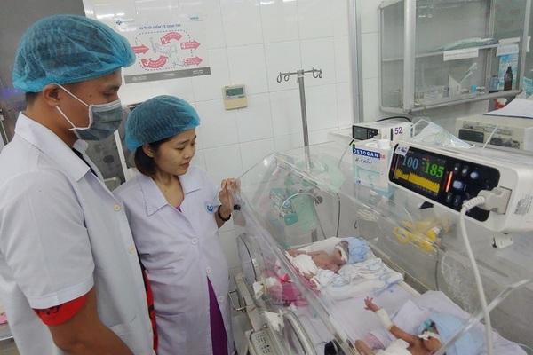 Người mẹ ung thư chịu bệnh hành hạ nhường sự sống cho con