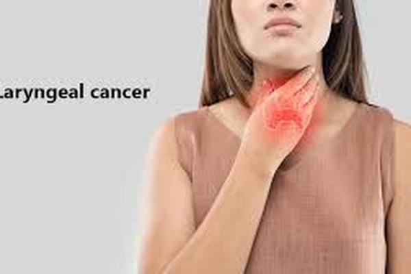 5 dấu hiệu không ngờ cảnh báo ung thư thanh quản