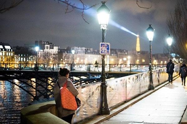 Phát hiện mới: Ánh đèn về đêm có thể làm tăng nguy cơ mắc ung thư vú