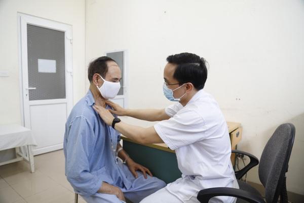 Người đàn ông lần lượt mắc hai loại ung thư amidan và ung thư thực quản