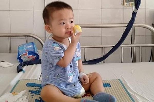 Thương bé trai 2 tuổi đã phải chống chọi với bệnh ung thư quái ác