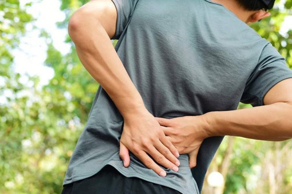 Khám đau lưng phát hiện ung thư tiền liệt tuyến di căn