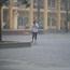 """Phụ huynh, thí sinh """"chôn chân"""" tại điểm thi vì cơn mưa tầm tã"""