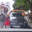 Phụ nữ đi cùng trẻ nhỏ là có đặc quyền đi xe kiểu gì cũng được?