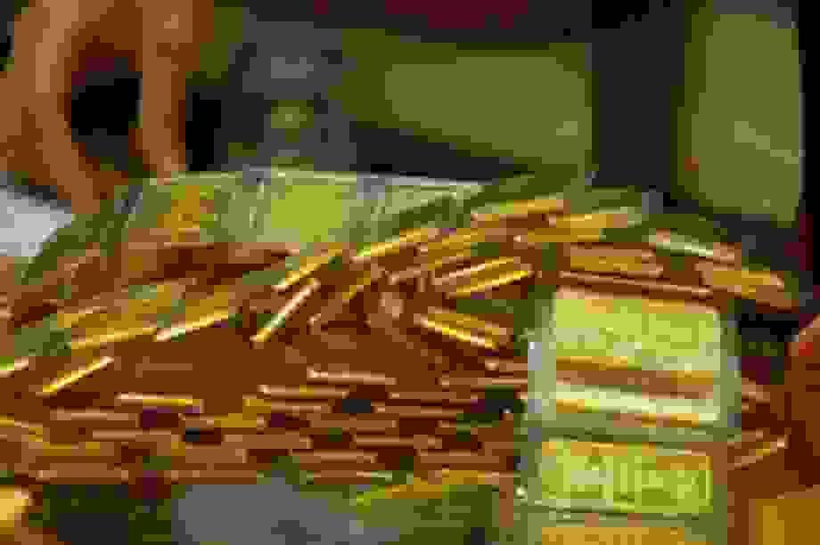 Giá vàng bất ngờ tăng vọt, ghi dấu ấn ở mốc cao