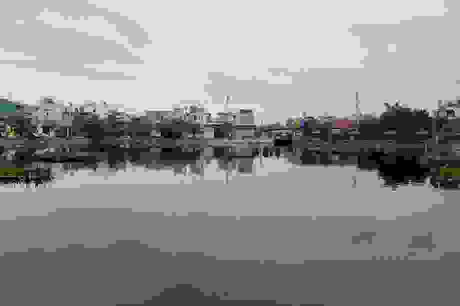 """Hàng trăm hộ dân """"sống dở chết dở"""" quanh hồ nước ô nhiễm tại Đà Nẵng"""