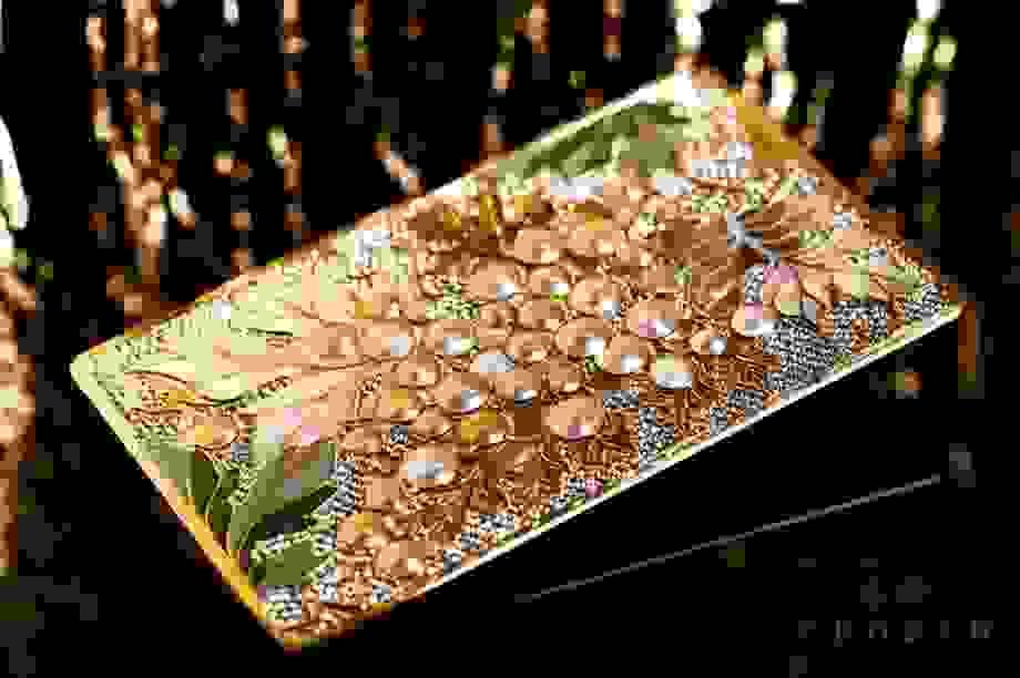 Thẻ tín dụng của giới siêu giàu được làm từ kim cương và vàng