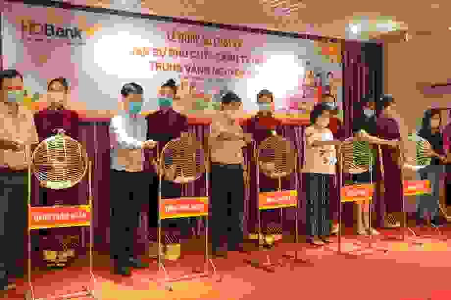 Gửi tiết kiệm HDBank, khách hàngtại Bình Thuậntrúng 1 ký vàng