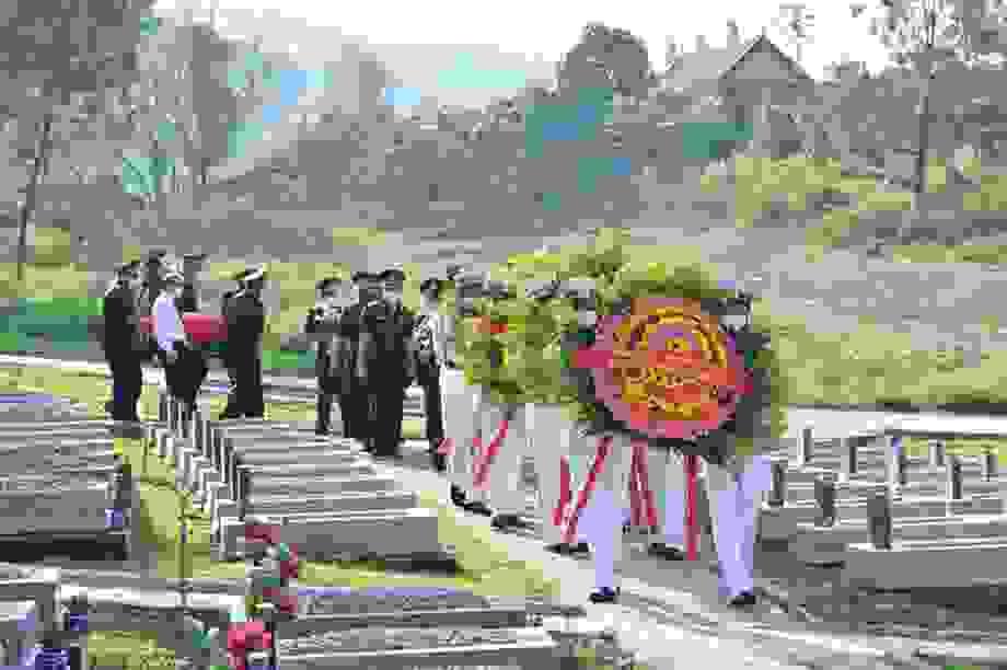 Quy tập 31 hài cốt liệt sĩ quân tình nguyện Việt Nam hy sinh tại Lào