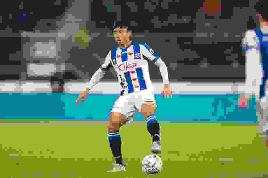 Heerenveen chia tay hậu vệ, Văn Hậu sẽ được giữ lại?