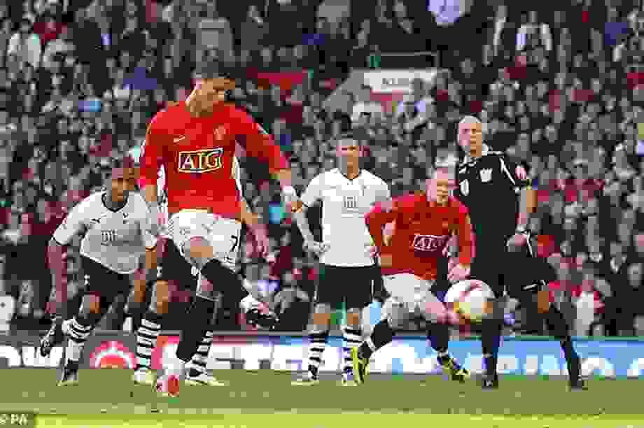 Trọng tài Howard Webb thừa nhận mong C.Ronaldo đá hỏng phạt đền