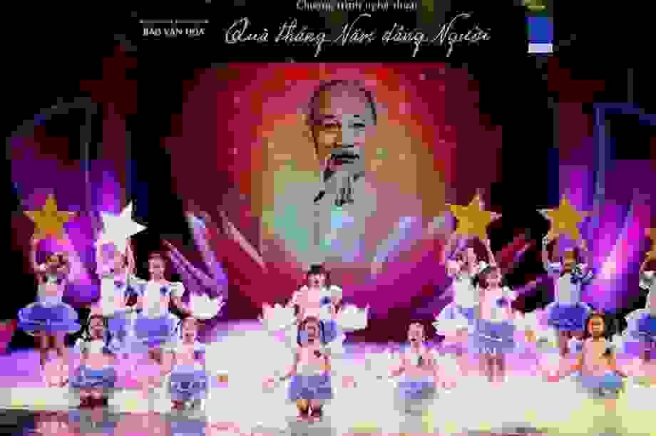 Chương trình nghệ thuật kỷ niệm 130 năm ngày sinh Chủ tịch Hồ Chí Minh
