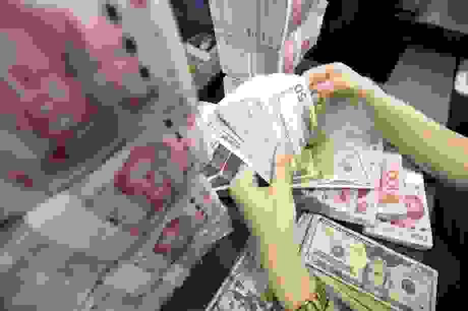 """Mỹ """"đòi"""" Trung Quốc xoá nợ để bồi thường cho thiệt hại do Covid-19"""