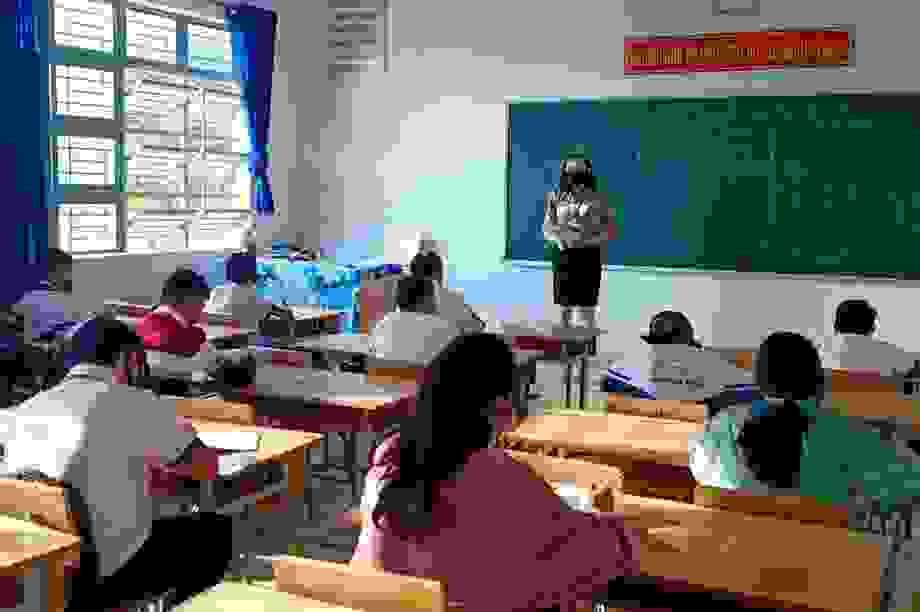 Hàng trăm giáo viên hoang mang vì bị truy thu tiền trợ cấp thu hút