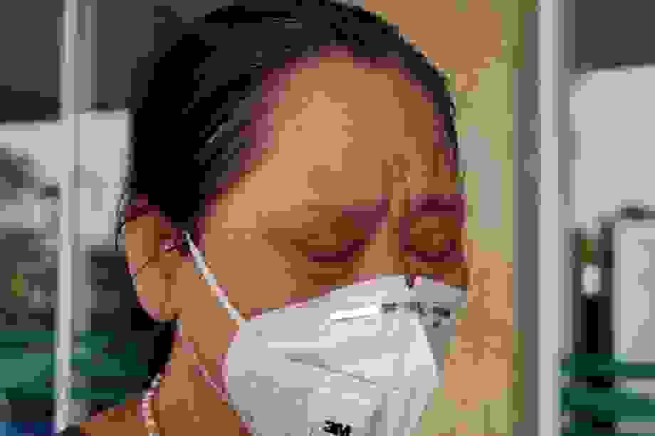 Bệnh nhân Covid-19 từng thở máy bật khóc trong ngày được công bố khỏi bệnh
