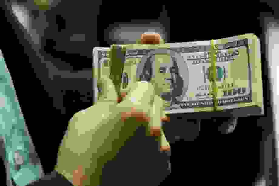 Giá USD ngân hàng giảm mạnh, có nơi mất tới 70 VND/1 USD