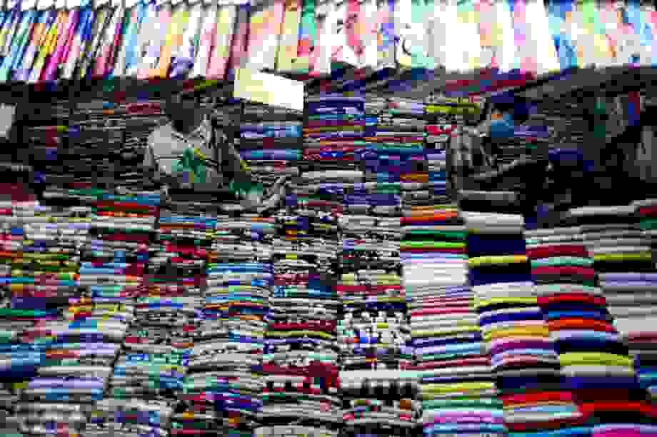 Tiểu thương chợ Bến Thành đón một khách ngày mở cửa