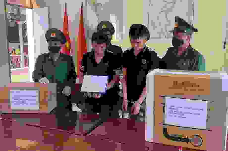 Bắt giữ 2 đối tượng vận chuyển 40 kg nghi ma túy đá
