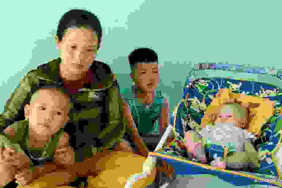 Vụ lật ghe, 5 người mất tích trên sông Thu Bồn: 3 con thơ bơ vơ khi mất cha