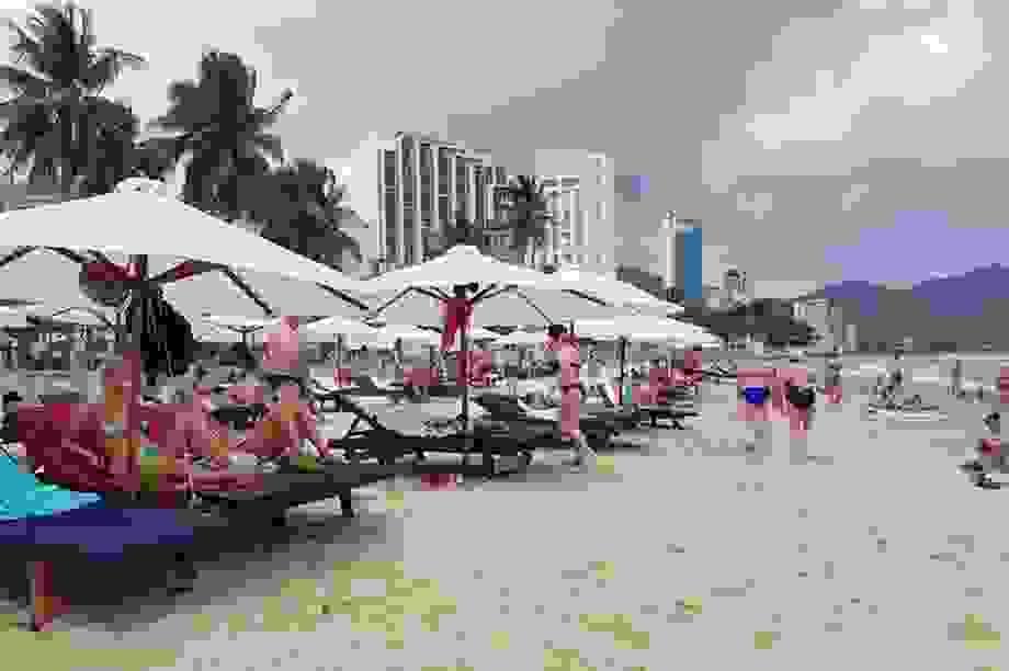 Nha Trang miễn tiền thuê bãi biển đặt dù, ghế cho doanh nghiệp du lịch
