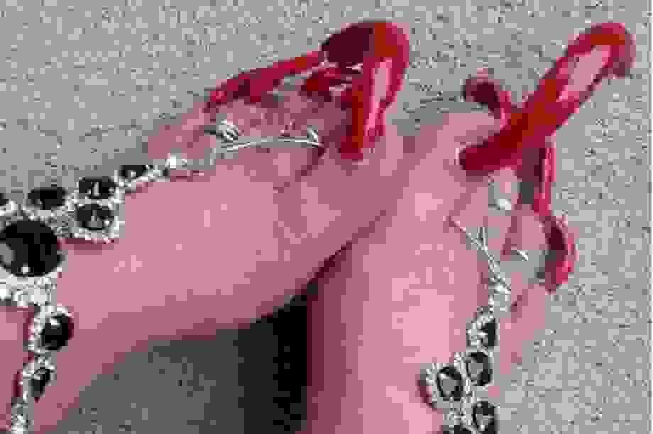 Kiếm bộn tiền nhờ nuôi móng chân siêu dài