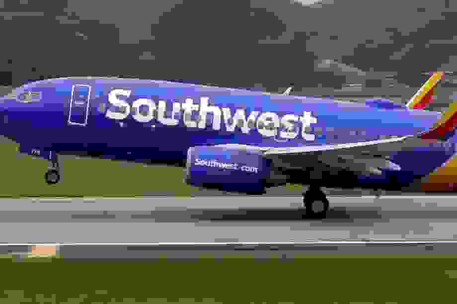 Máy bay hạ cánh đâm chết người trên đường băng