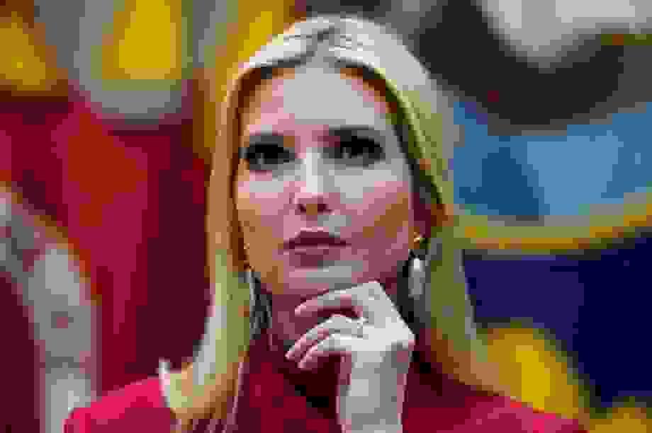 """Trợ lý của """"ái nữ"""" Nhà Trắng Ivanka Trump mắc Covid-19"""