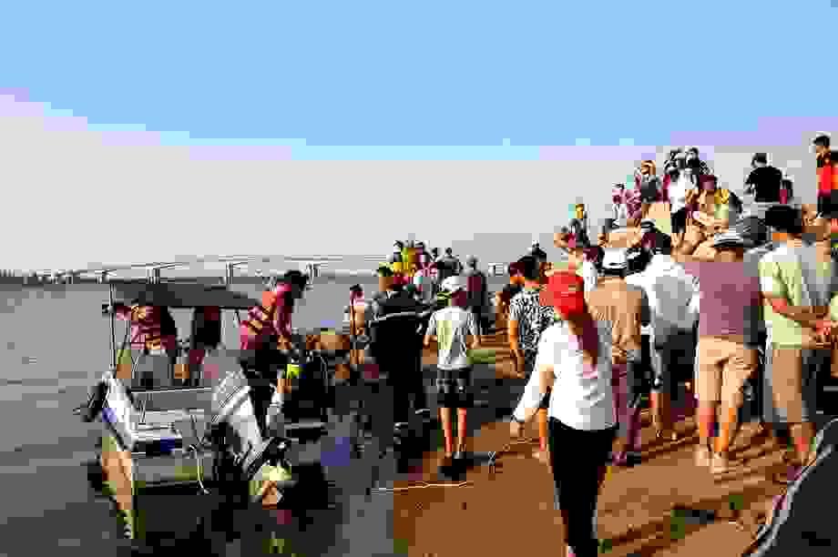Tìm thấy 2 nạn nhân cuối cùng vụ lật ghe trên sông Thu Bồn