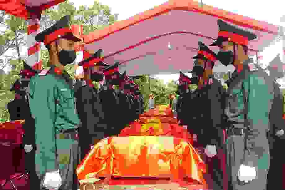 An táng hài cốt 57 liệt sỹ quân tình nguyện hy sinh tại nước bạn Lào