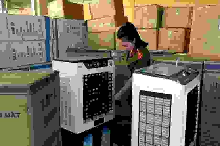 Bắt giữ lô hàng điện lạnh trị giá 300 triệu đồng không rõ nguồn gốc