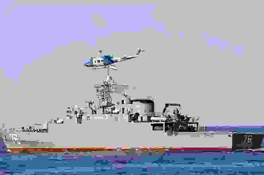 """Chiến hạm Iran bị nghi phóng nhầm tên lửa vào """"quân mình"""" trong tập trận"""