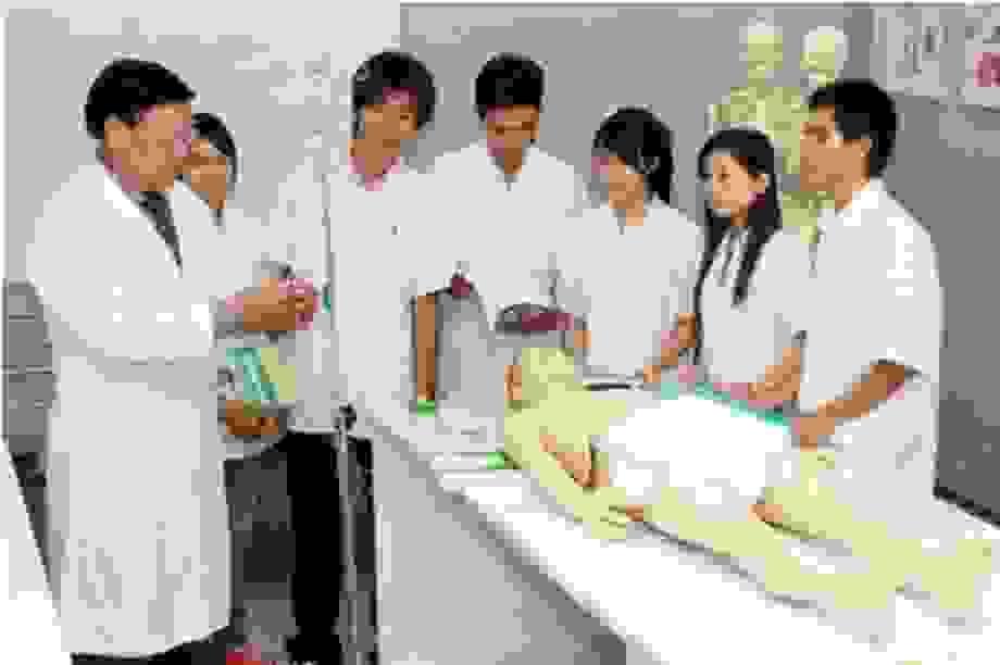 Thí sinh phải đạt 8,0 điểm/môn mới được xét tuyển vào ngành y, giáo viên
