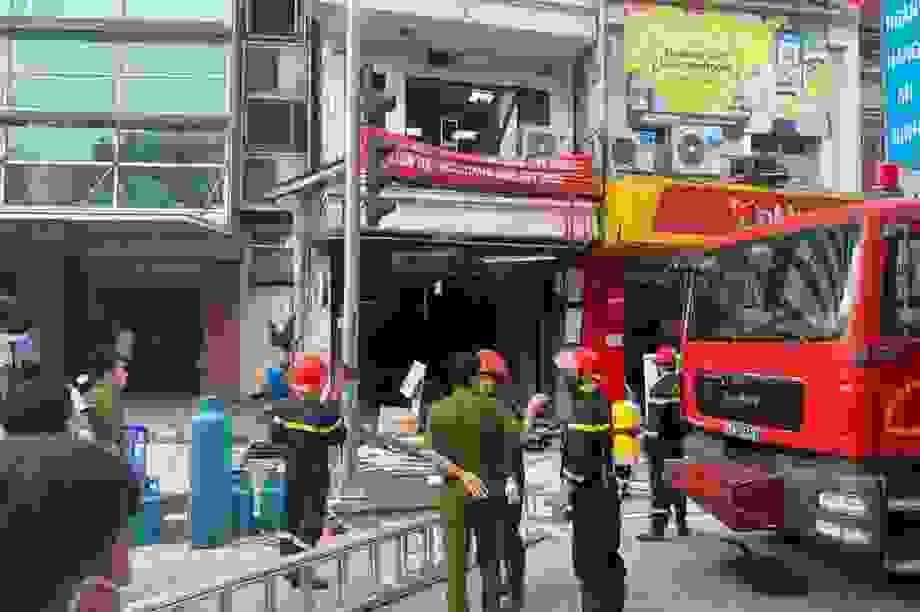 Hà Nội: Sức ép từ vụ nổ bình gas hàng gà rán làm 7 nhà nứt tường, vỡ cửa