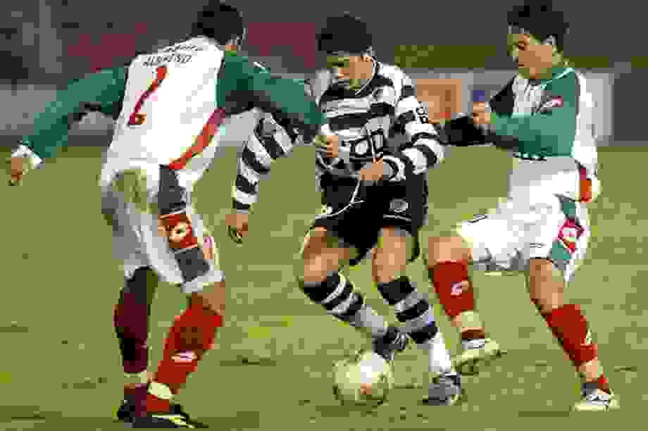 C.Ronaldo suýt phải giải nghệ năm 15 tuổi