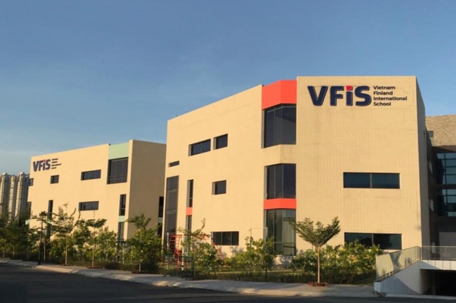 """Phụ huynh """"kêu cứu"""", trường VFIS giải thích không thể hoàn phí như yêu cầu"""