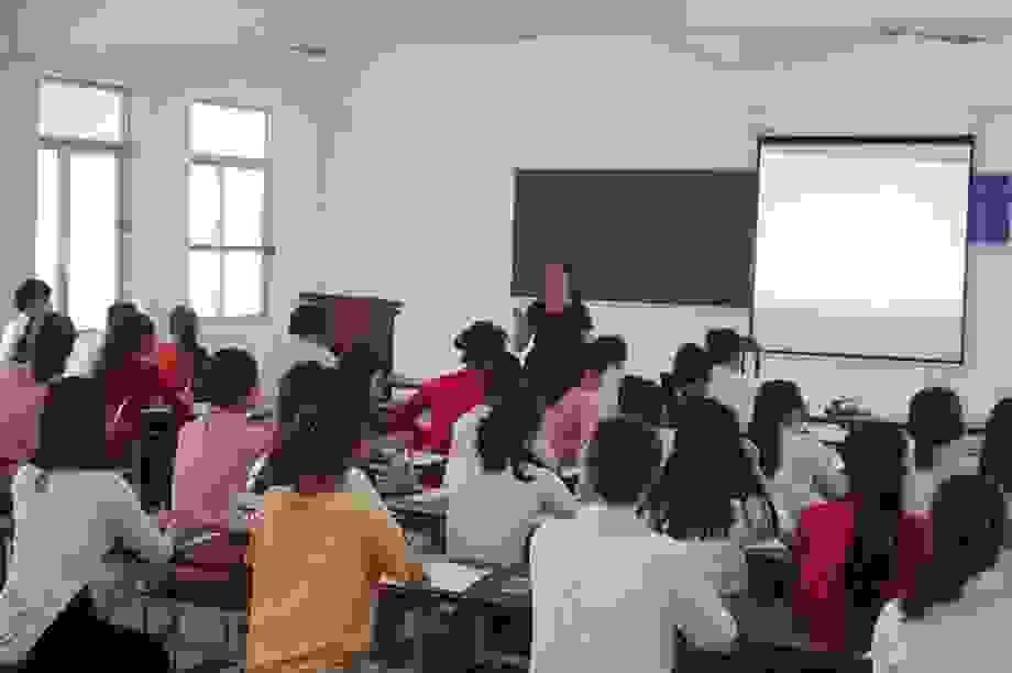 Gần 2.000 sinh viên trường ĐH Quảng Bình trở lại giảng đường học tập
