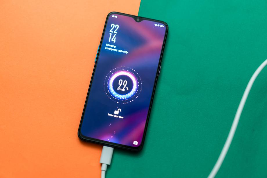 Nhà sản xuất smartphone thừa nhận công nghệ sạc nhanh làm giảm tuổi thọ pin