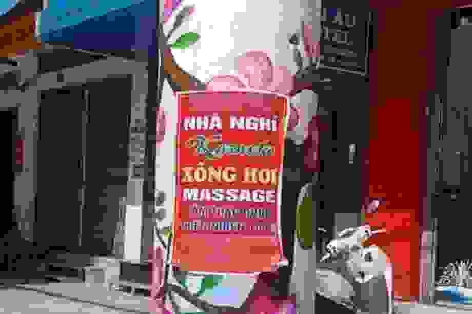 Bị phạt 40 triệu đồng vì tờ quảng cáo massage trên cột điện