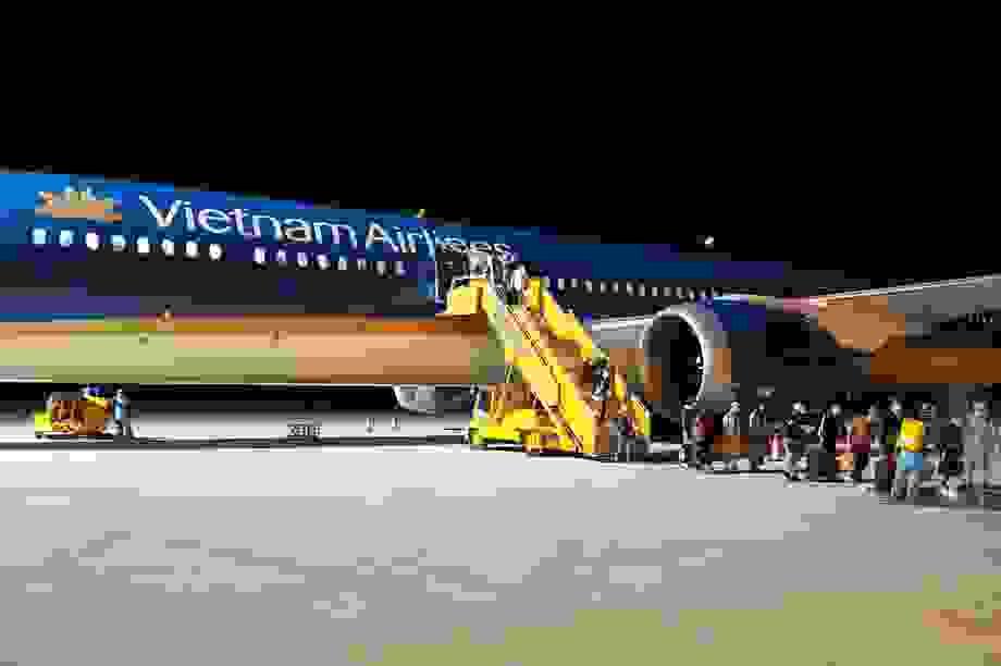 """Đưa hơn 340 người Việt từ """"điểm nóng"""" Covid-19 tại Nga về nước"""