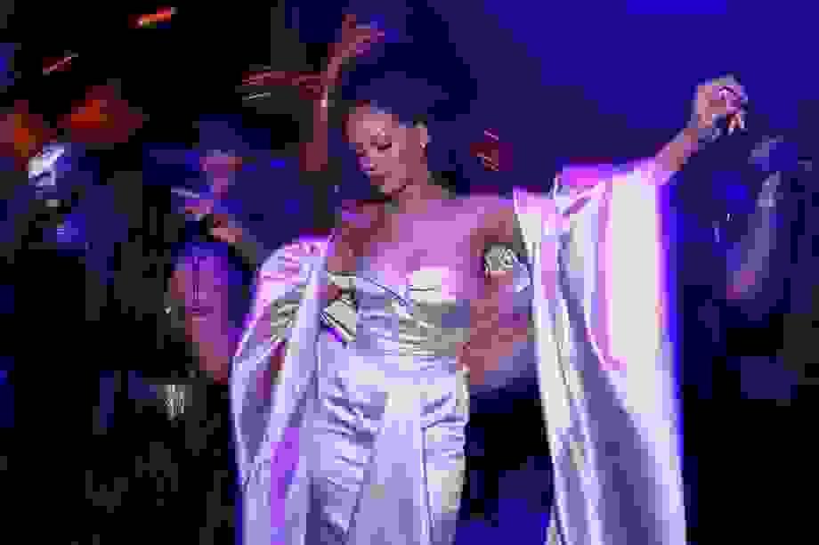 Vừa chuyển chỗ ở, Rihanna liền lọt top giàu nhất xứ sở sương mù