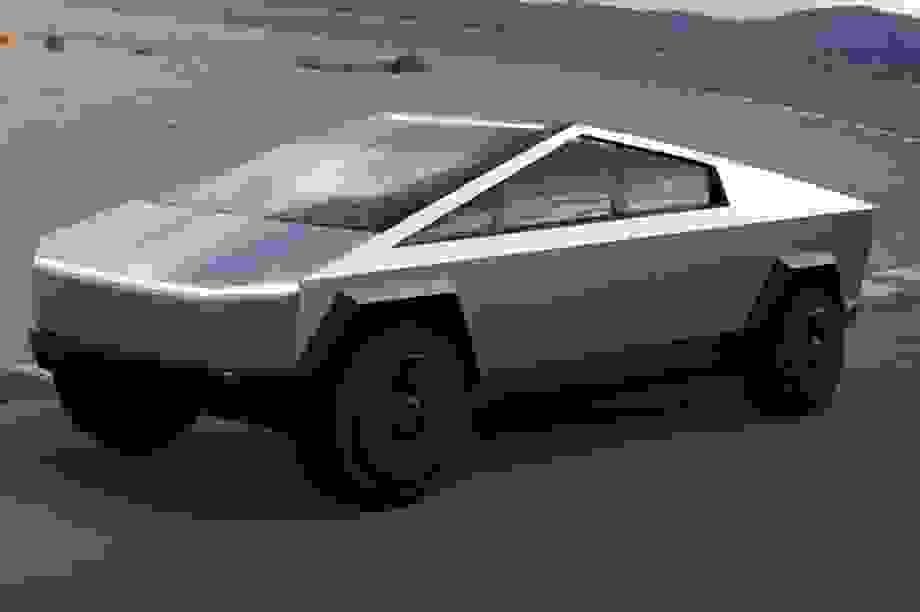 Tesla trì hoãn trình làng Roadster, nhường đường cho Cybertruck