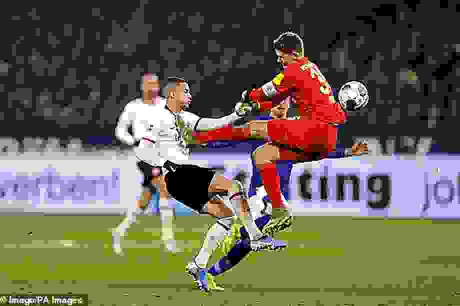 Những khoảnh khắc điên rồ chỉ có ở giải Bundesliga