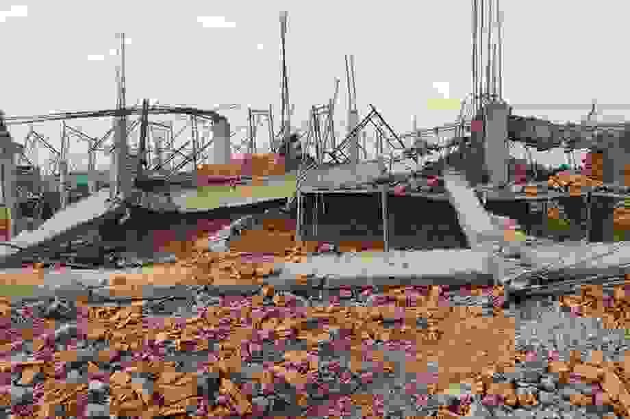 Thủ tướng yêu cầu khẩn trương điều tra vụ sập tường khiến 10 người chết