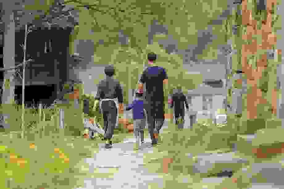 Cặp vợ chồng ở Trung Quốc bỏ việc lên núi, chi 13 tỷ đồng để cải tạo nhà