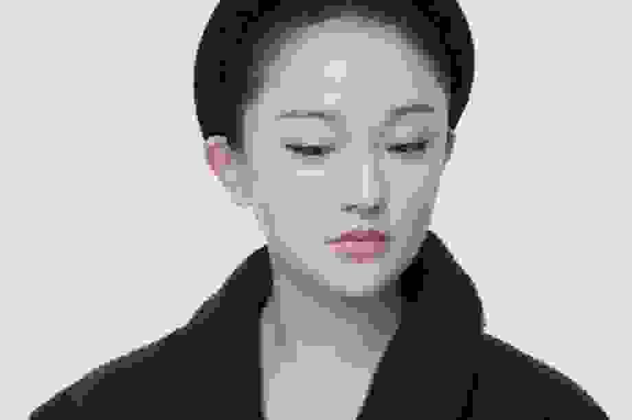 """Vẻ đẹp mong manh tựa """"khói sương"""" của Châu Tấn ở tuổi 45"""