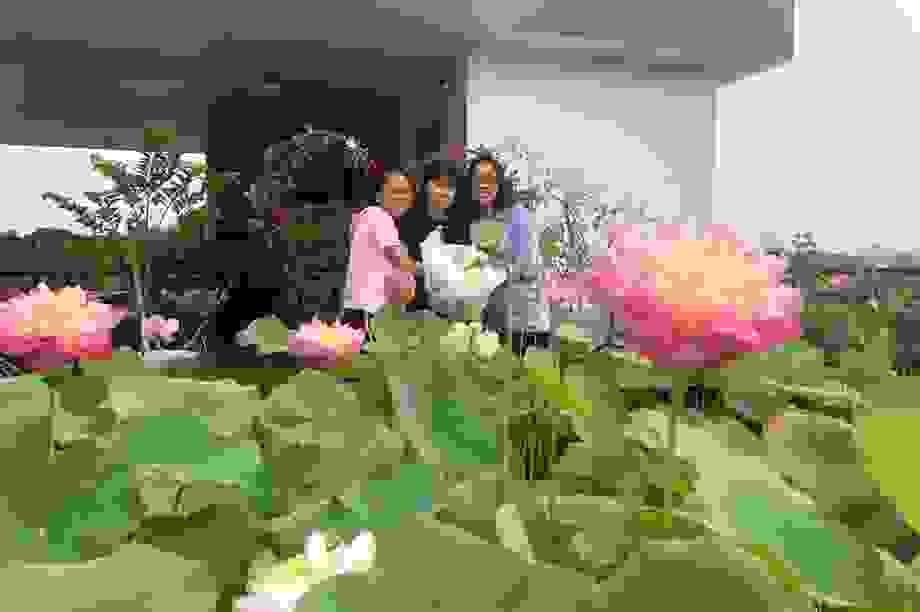 Doanh nhân 7x đào ao trồng sen đẹp hút hồn trên sân thượng 400m2 ở Sài Gòn